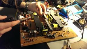 Erstmal die defekten transistoren tauschen