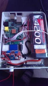 Raspberry, Akku, Spannungsregler sind im Gehäuse montiert