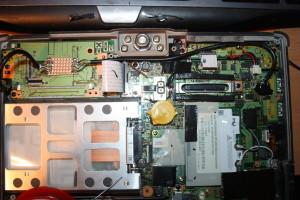 ...Also dann halt an einen der beiden normalen USB Ports... Hab ja immer ncoh 2 als PCMCIA Karte... Nicht sehr elegant aber was will man machen